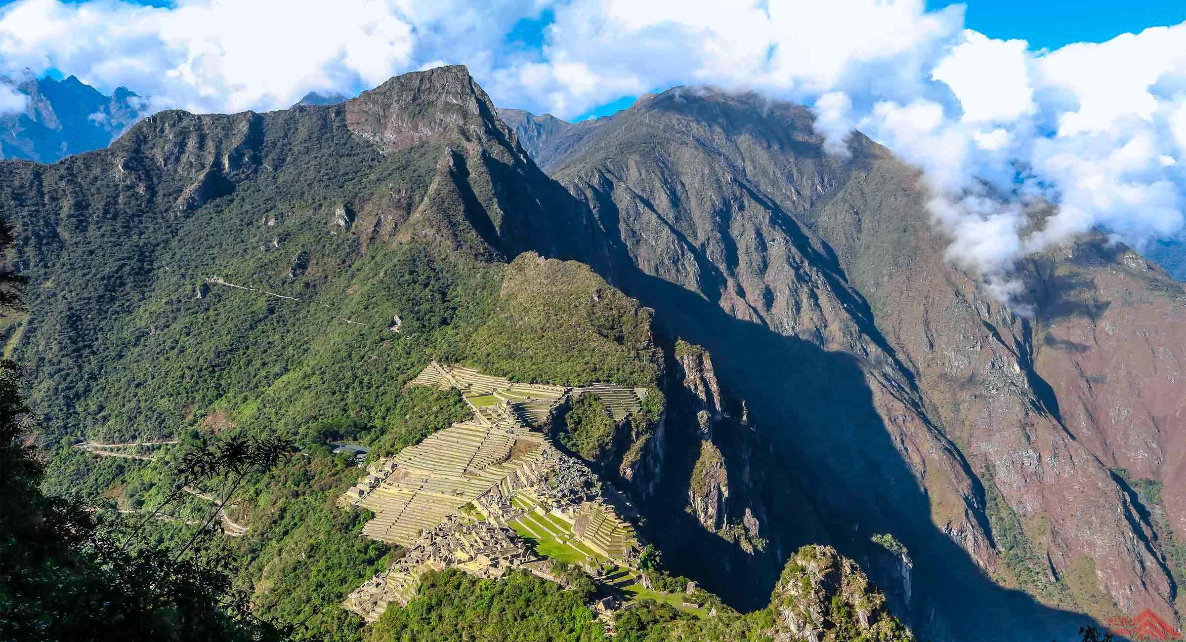 Huaynapicchu vs Machu Picchu Mountain
